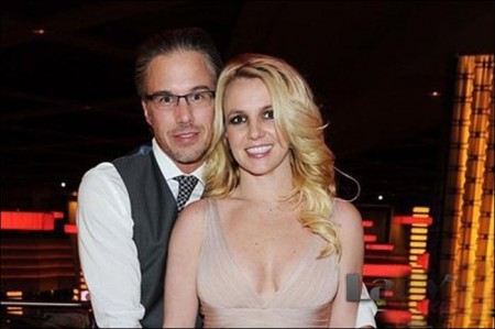 Britney Spears reveals engagement ring